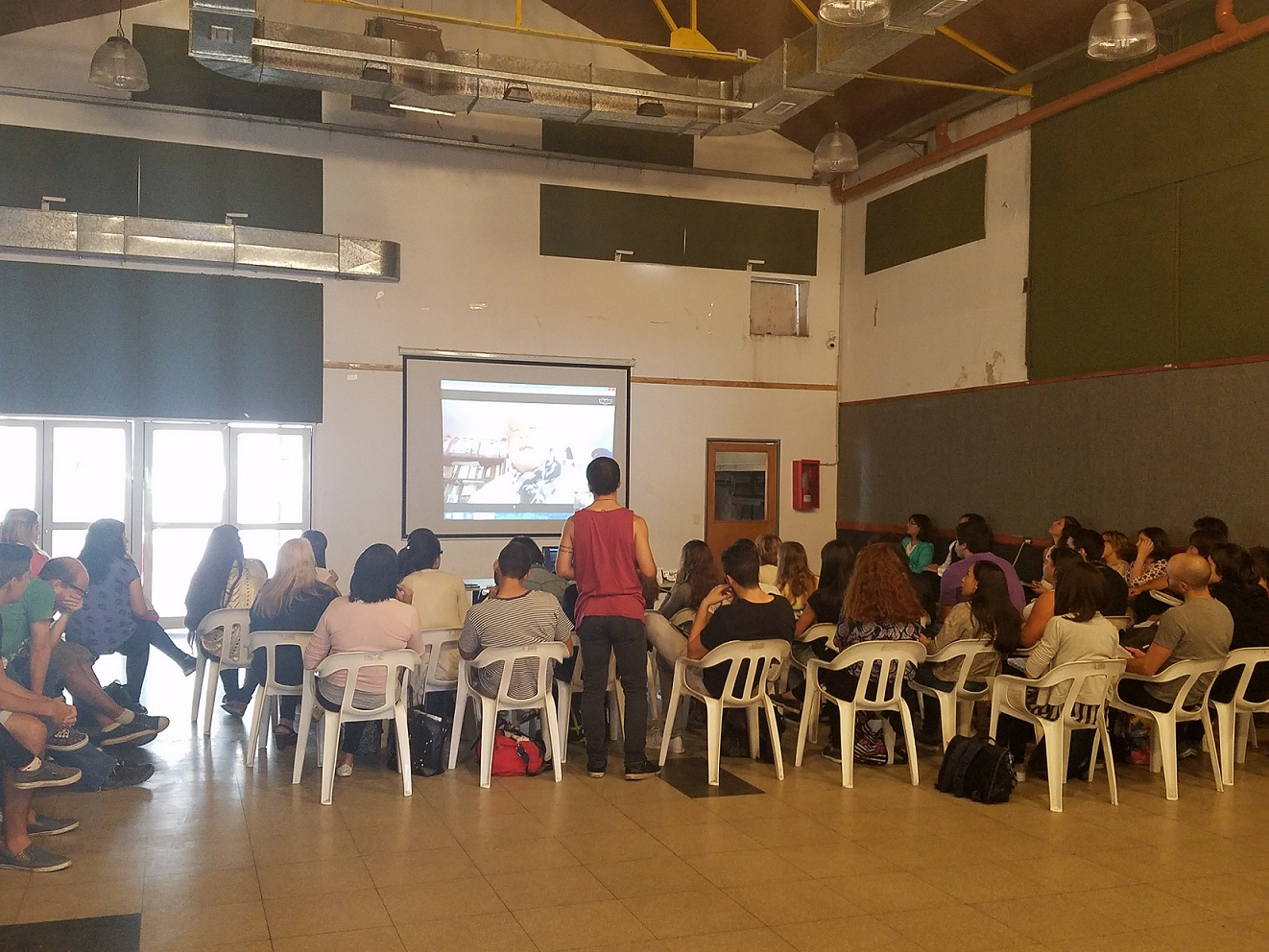 Asistentes a la video conferencia en el SUM de ADUM
